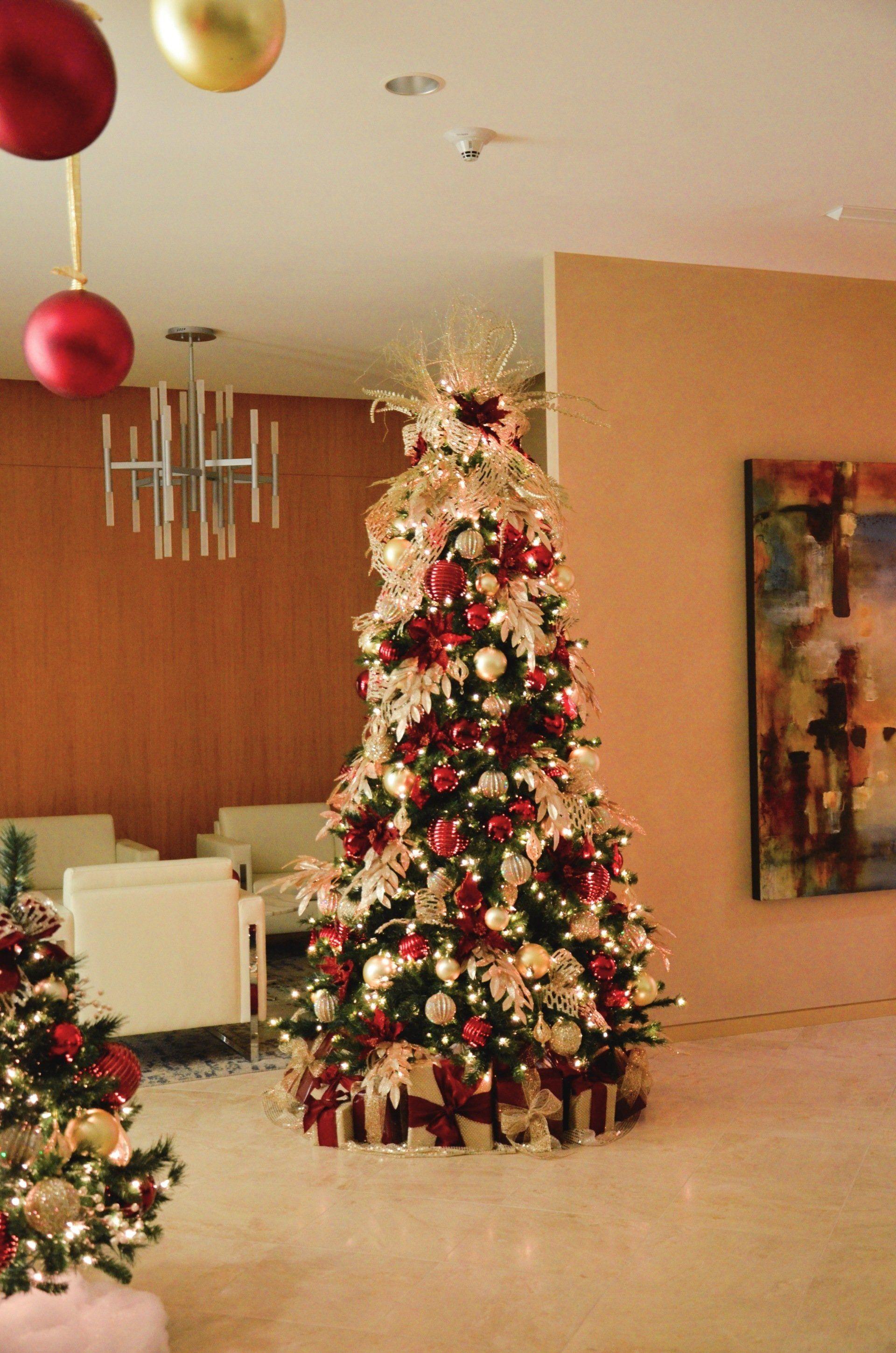 Los Angeles Commercial Christmas Decorators