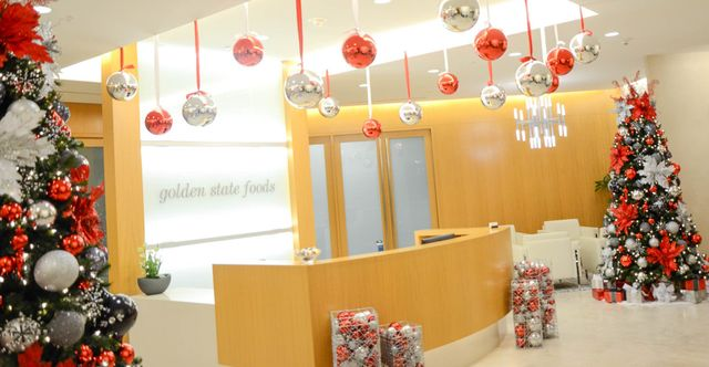 Los Angeles Commercial Christmas Decorator