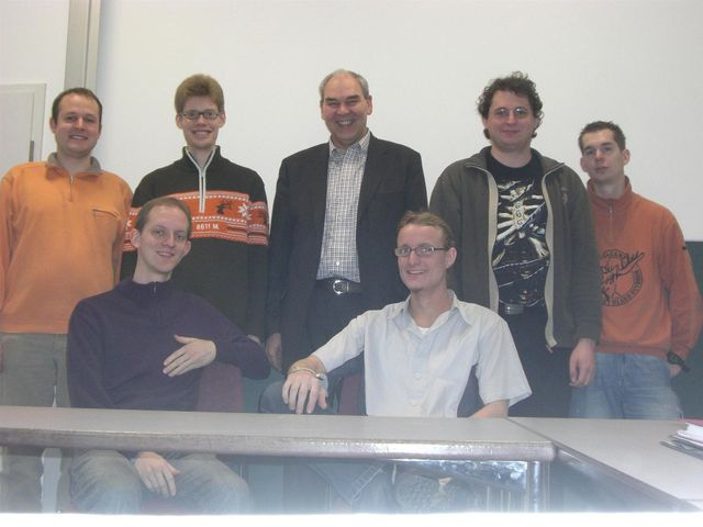 Thomas Gutknecht mit Studenten