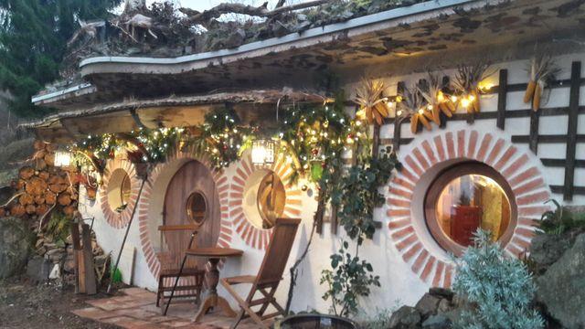 maison de hobbit weekend h bergement insolite vosges. Black Bedroom Furniture Sets. Home Design Ideas
