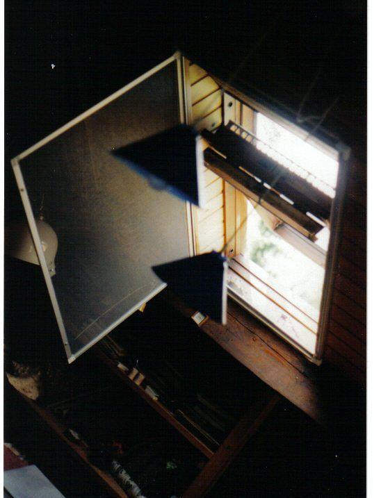 durch aufklappen kann Fenster geöffnet werden
