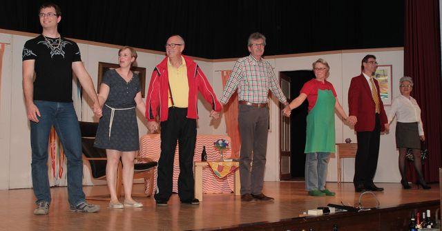 Weihnachtsfeier Theaterstück.Mayer Festspiele Bringen Saal Zum Lachen